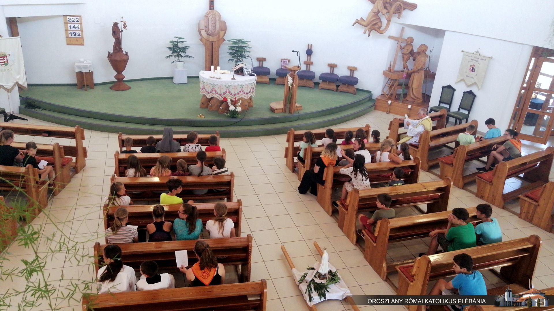 Gyermekek a templomban