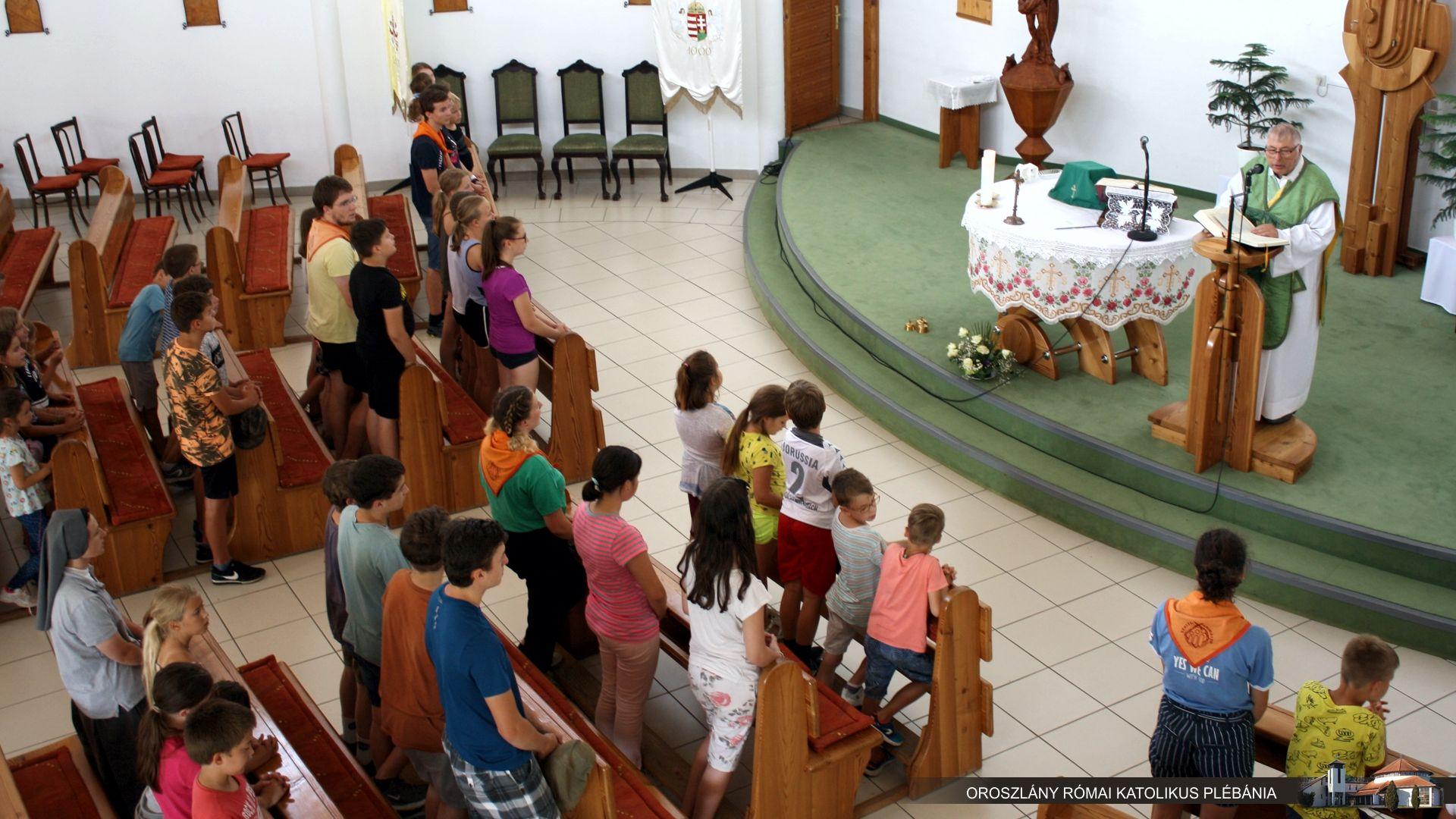 Gyermekek a templomban 1.